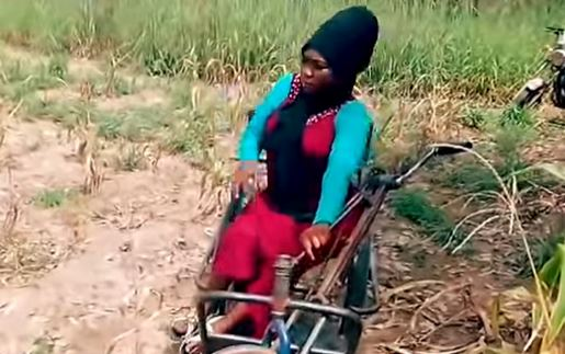 'I Drag Myself To Work Everyday' – The Woman Who Can't Walk But Feeds Her Unemployed Sisters 4